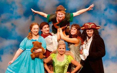Sasha Bornemann als Peter Pan, Ann-Christin Pape als Tinker Bell … ©2017 Theater Libri