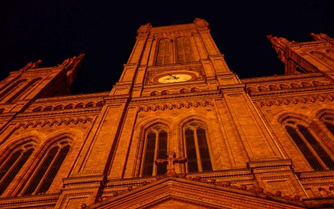 Marktkirche in Wiesbaden, bei Nacht iluminiert. ©2018 Volker Watschounek