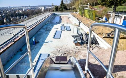 Baustellenbesichtigung: in 65 x 11 Meter großes Schwimmbecken zu sanieren ist eine große Aufgabe. Bis zum 1. Juni sollen diese abgeschlossen sein, startet das Opelbad in die Freibadsaison 2018.