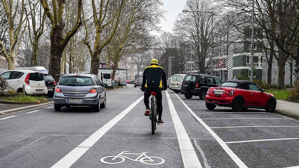 Neuer Radweg in der in der Friedrich-Ebert-Allee. ©2018 Volker Watschounek