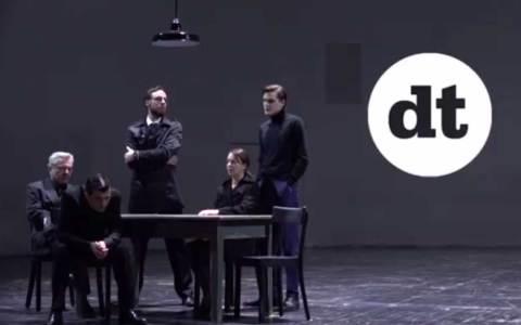 """Szenenfoto aus dem Trailer des Deutschen Theater Berlin zu """"Tod eines Handlungstreibenden. ©2018 Deutsches Theater Berlin"""