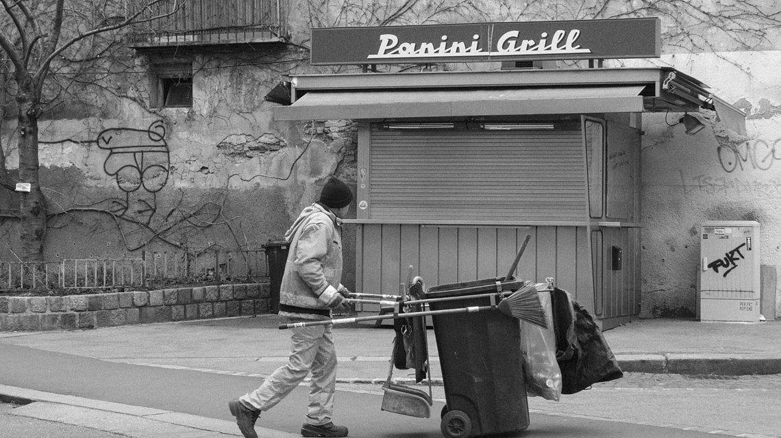 Symbolbild: Straßenkehrer in Wien in der Pfeilgassse. ©2018 Herbert Ortner / Flickr / CC BY SA 2.0