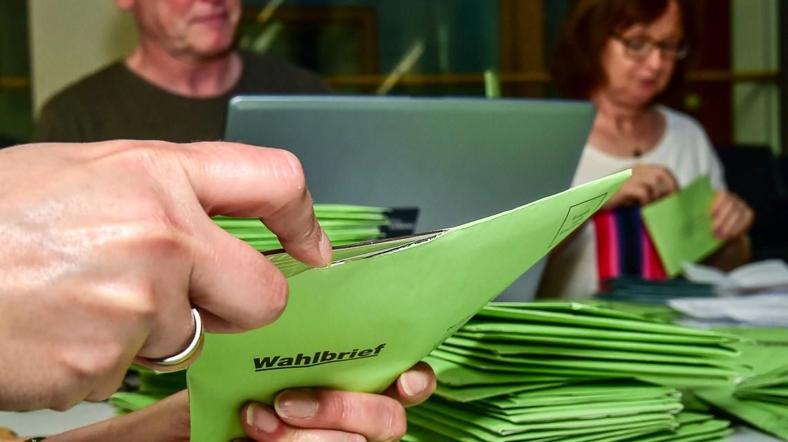 Brief-Wahl, Wahlhelfer für Landtagswahl gesucht. ©2018 Volker Watschounek