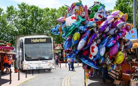 Sowohl zur Gibber Kerb vom 29. Juni bis zum 2. Juli als auch zum Schiersteiner Hafenfest vom 6. bis zum 9. Juli bietet ESWE Verkehr an allen Veranstaltungstagen wieder das attraktive Veranstaltungsticket an.