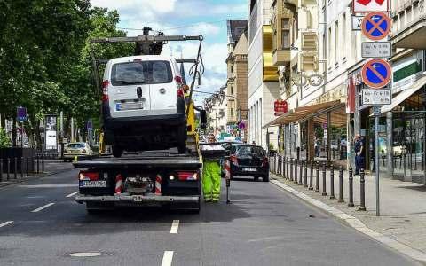 Radweg: Verkehrsdezernent kündigt härtere Gangart gegen Falschparker an. ©2018 Volker Watschounek