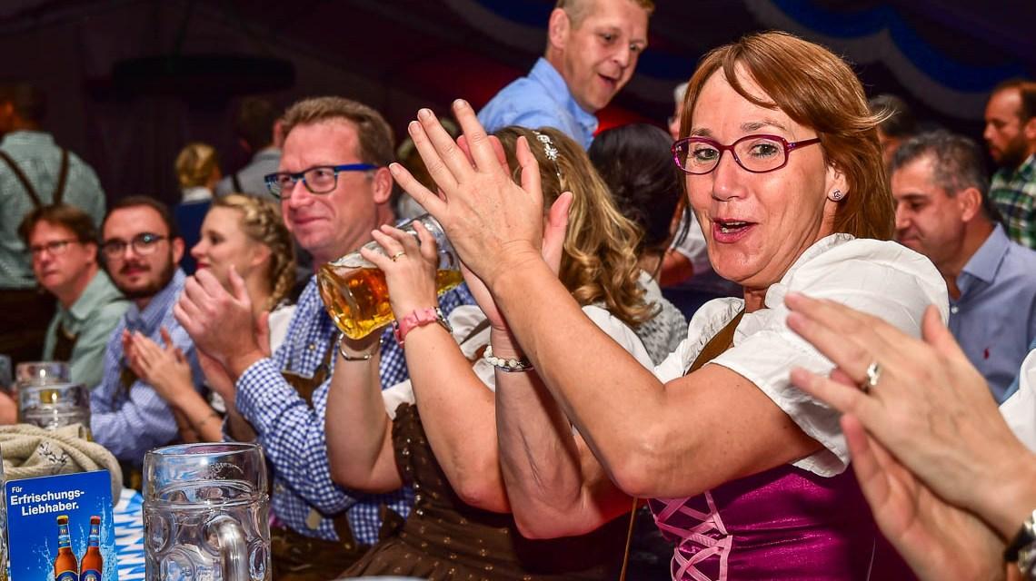 Die Trenkwalder stürmen das Wiesbadener Oktoberfest