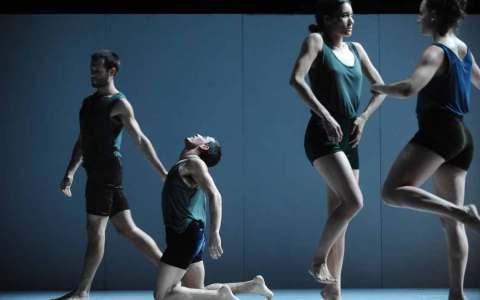 Die Batsheva Dance Company ist mit Sadeh21 zu Gast in Wiesbaden. Premiuere 5.10.2018 | 19:30 Uhr | Staatstheater Wiesbaden