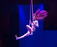 European Youth Circus: Auf Ihre ganz eigene Art präsentierte die 17-jährige Nina Sugnaux ihre Künste am Trapez. ©2018 Volker Watschounek
