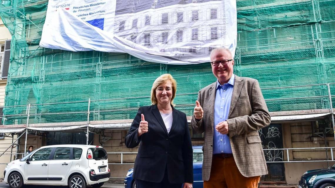 Justizministerin Eva Kühne-Hörmann und Finanzminister Dr. Thomas Schäfer geben diee Startschuss für die Grundsanierung des Historischen Gebäudes. Foto: Volker Watschounek