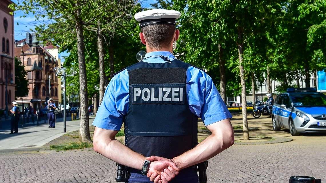 Polizeipräsenz in Wiesbaden. ©2018 Volker Watschounek