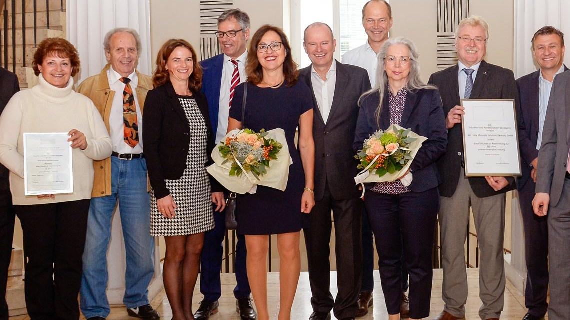 Acht ausgezeichneten Unternehmen zusammen mit IHK-Hauptgeschäftsführer Joachim Nolde (links) und IHK-Präsident Dr. Christian Gastl ©2018 Paul Müller / IHK