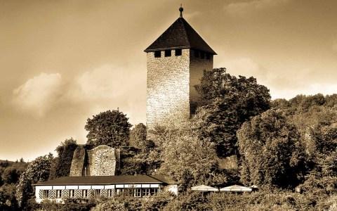 Die Burg Sonnenberg ist in die Jahre gekommen und wird grundlegend saniert. ©2018 Gollners / bearbeitet Wiesbaden lebt