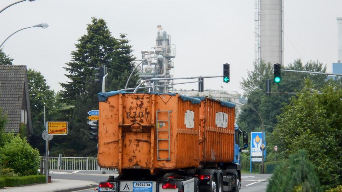 Müll-Laster 'Augustin' mit Hänger fährt zur Müllverbrennungsanlage. ©2018 Karl Ludwig Poggemann   Flickr   CC BY 2.0