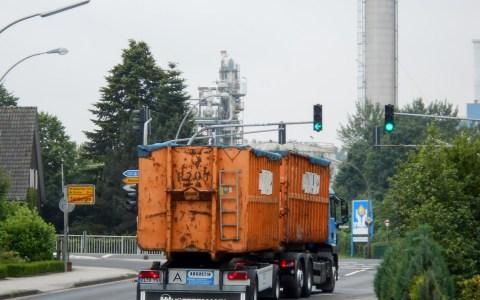 Müll-Laster 'Augustin' mit Hänger fährt zur Müllverbrennungsanlage. ©2018 Karl Ludwig Poggemann | Flickr | CC BY 2.0