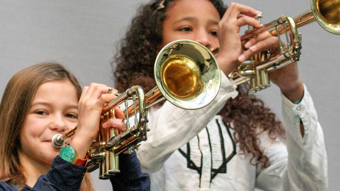 Egal wie alt Sie sind, Instrumente kann man in jedem Alter lerne