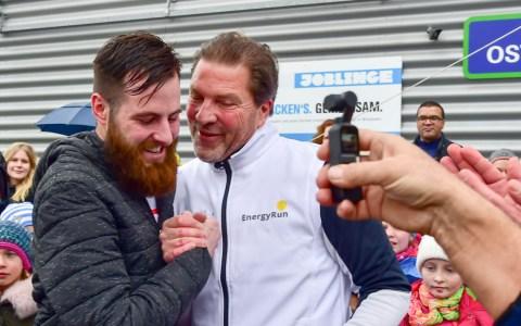 Siegerehrung - Fabian Trzewik ist der Sieger beim zweiten Energy Run am Vormittag zum Ball des Sports. Bilder vom Lauf ... ©2019 Volker Watschounek / Wiesbaden lebt