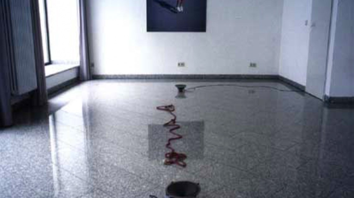 "2000 ""Tanzbär"",interaktive Rauminstallation, Kulturforye Saarbrücken ©2019 Gertrud Riethmüller"