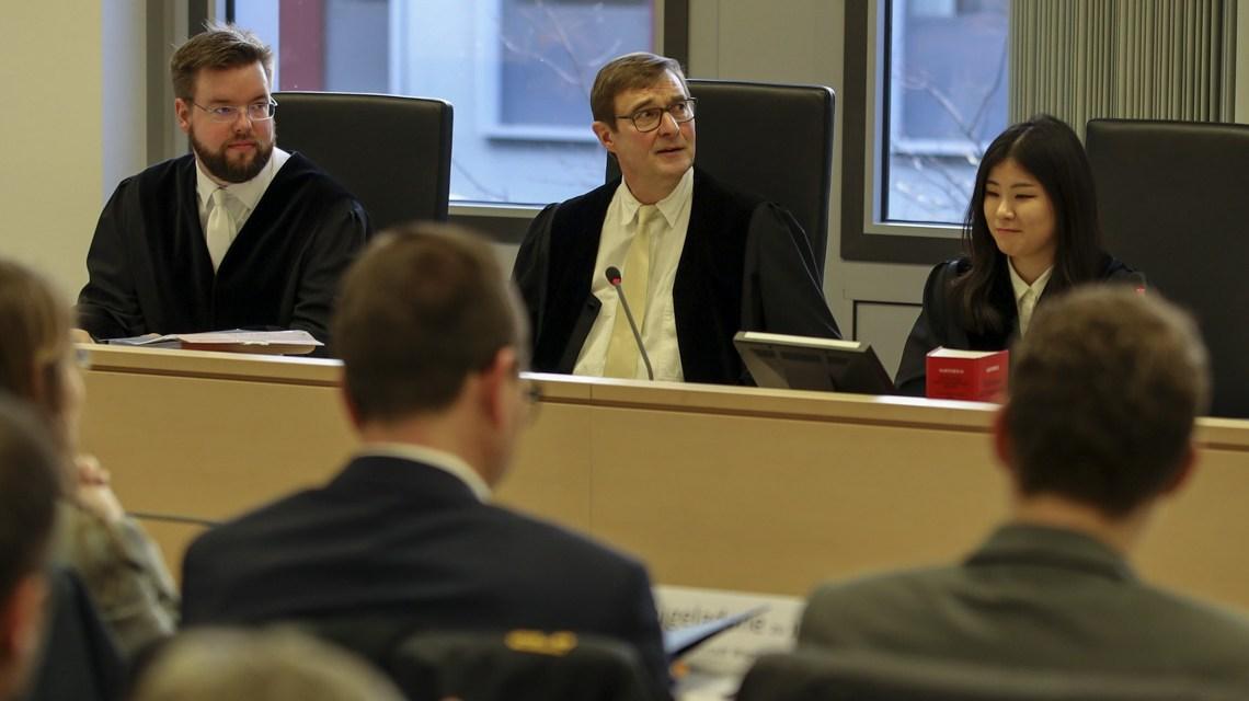 Richter Rolf Hartmann appellierte am Ende der Verhandlung an die Dieselfahrer, ihrer Verantwortung nachzukommen. ©2019 Wiesbaden lebt