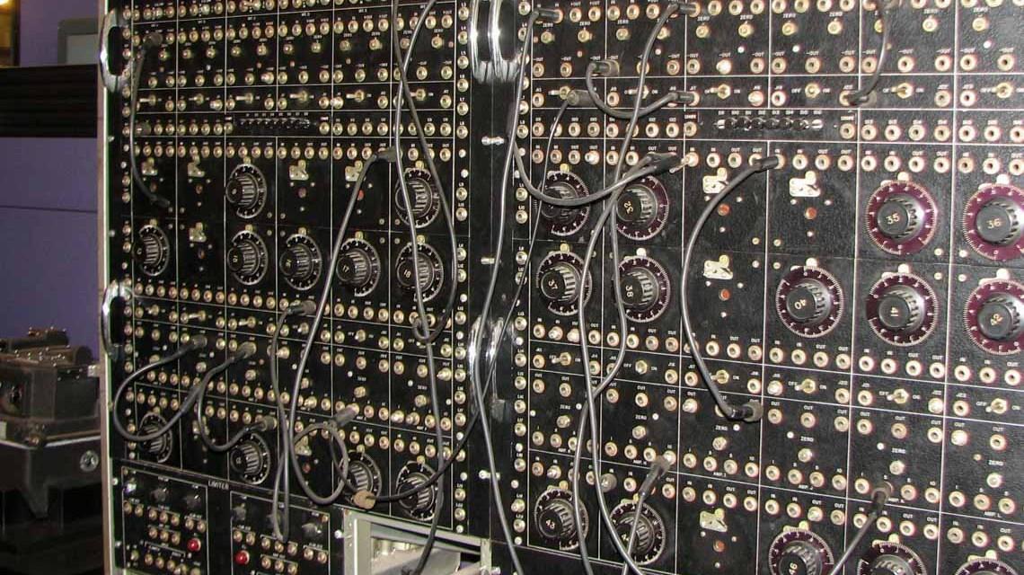 MINT-Beruf, früher Computer mit manuellen Schaltkreisen. ©2019 Erik Pitti | Flickr / CC BY 2.0
