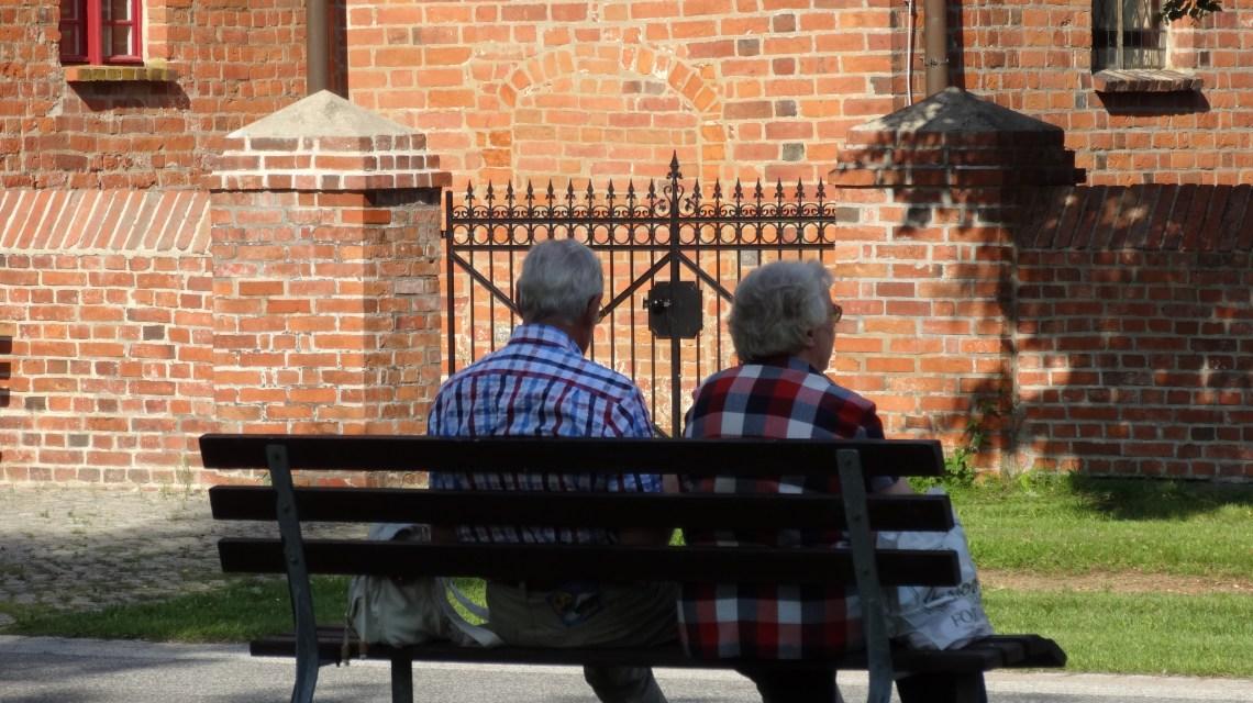 Senioren auf Parkbank @2019 Flickr / CC-BY-20 Ralf Kothe
