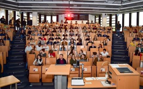 Erstsemester im Audimax der Hochschule RheinMain. ©2019 Volker Watschounek