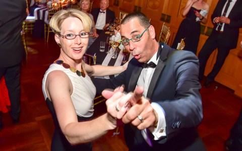 Ich seh' Dir in die Augen Kleines! bezeichnet das Treiben beim Ball des Weines in Wiesbaden. Das Motto: Hollywood Moments.