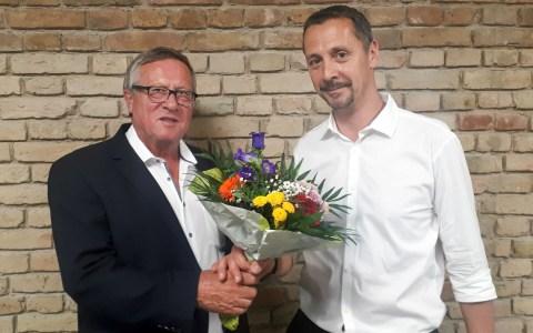 Sacha Mertes üb ergibt den Staffelstab an Detlev Bendel, den neuen 1. Vorsitzenden des VC Wiesbaden. ©2019 VCW