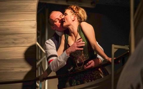 Thorsten Heidel, Karoline Reinke in Der fröhliche. Weinberg ©2019 Hessisches Staatstheater Karl Monika Forster