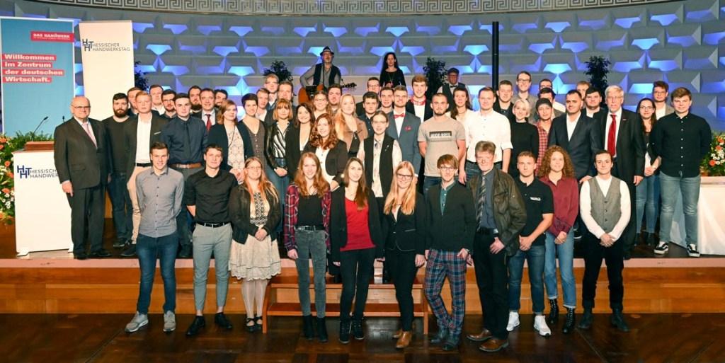 Die 62 Landessiegerinnen und Landessieger im Leistungswettbewerb des Deutschen Handwerks nahmen im Wiesbadener Kurhaus Ihre Auszeichnungen entgegen. - Paul Müller