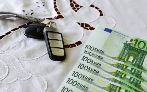 Belle Wi: Nirgends ist man heute sicher. Geld und Schlüssel sollten einen festen sicheren Platz haben ©2019 Volker Watschounek