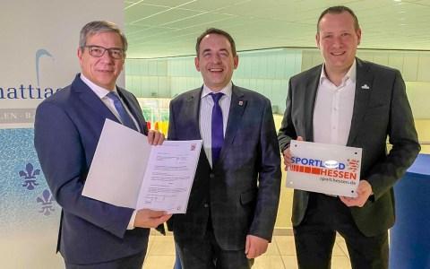 Kultusminister Lorz überreicht Förderbescheid über 170.000 Euro zur Sanierung des Thermalbads Aukammtal
