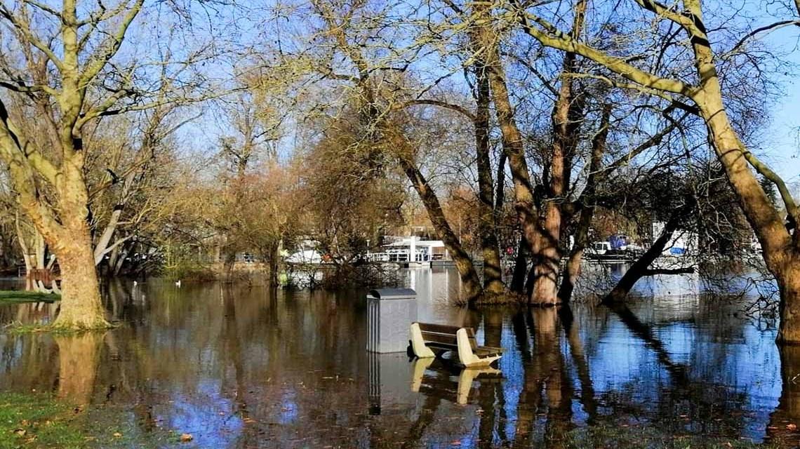 Hochwasserwarnung, in Schierstein sind Wege überflutet. Corinna Walke