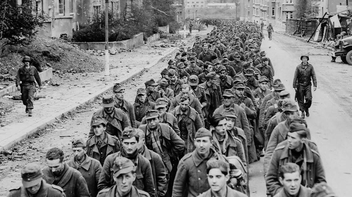 Kriegsgefangene in Achen Von https://www.archives.gov/research_room/arc/ARC Identifier: 541597, Gemeinfrei, https://commons.wikimedia.org/w/index.php?curid=31599