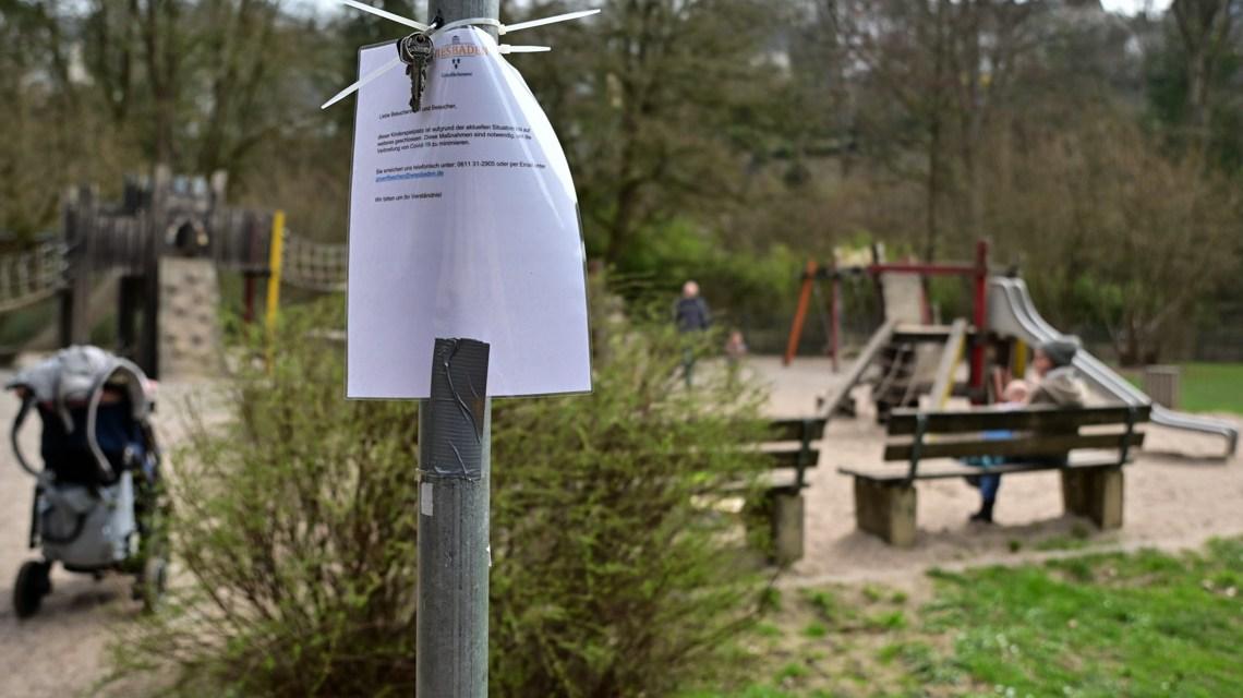 Spielplatz Sonnenberg, kleines kaum wahrnehmbares Schild