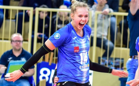 Lena Vedder verlängert ihr4en Vertrag.