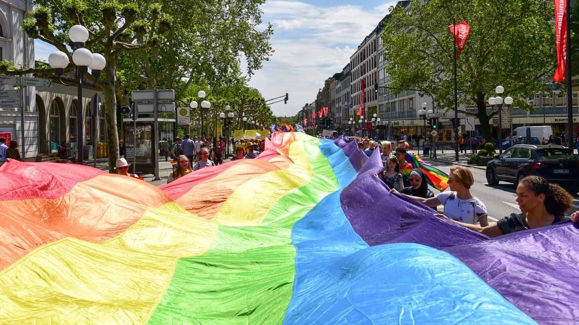 Regenbogenfahne am Christopher Street Day