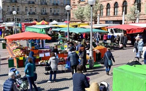 Maskenpflicht auf dem Wiesbadener Wochenmarkt