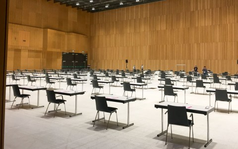 Auszubildende schreiben Abschlussprüfung im RMCC