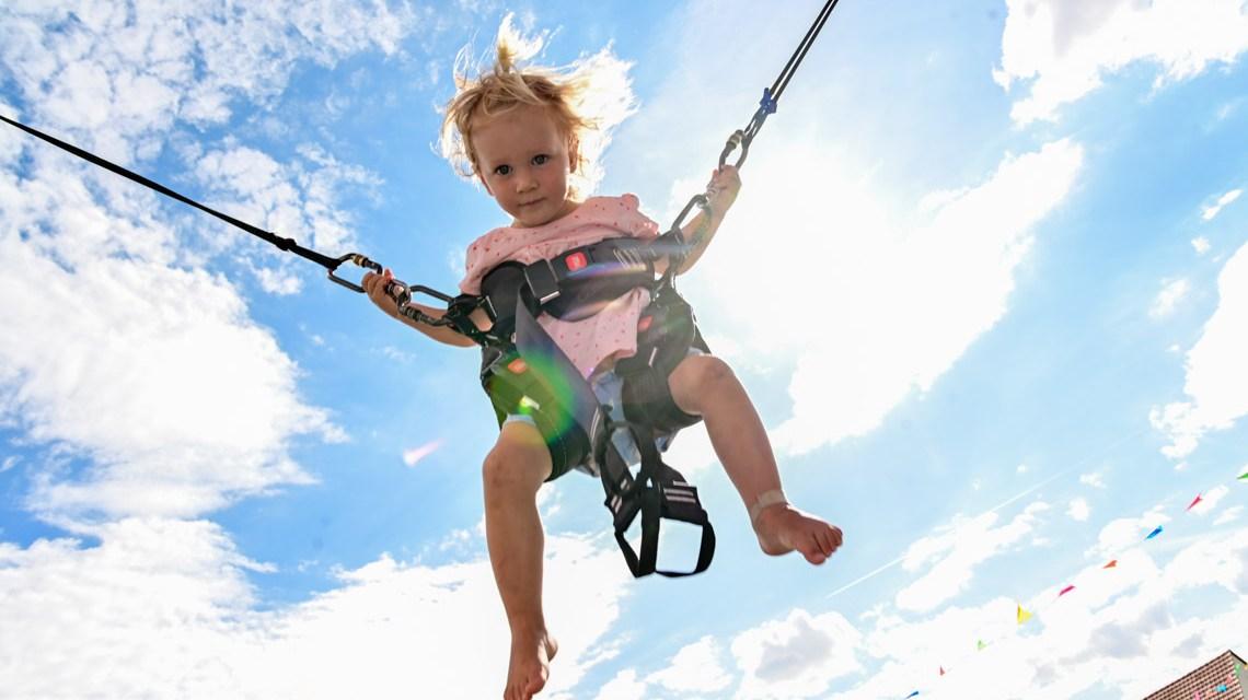 Juna Romeister, mit 2 Jahren auf dem Jumping Kids Banji Trampoli Foto: Volker Watschounek