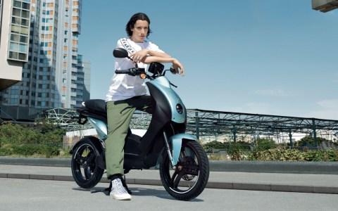 Die Elektroversion eines Bestsellers – der Peugeot e-Ludix mit bis zu 50 Kilometern Reichweite ist ab September 2020 im Handel erhältlich