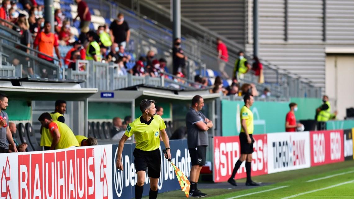 Zuschauern, Mit dem Treffer zum 1:0 sichert Phillip Tietz vor 250 Zuschauern dem SV Wehen Wiesbaden den Einzug in die 2. Hauotrunde des DFB Pokal.