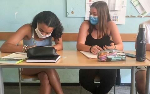 Empfehlung: Schüler im Unterricht mit Maske Foto: Joelle Sander