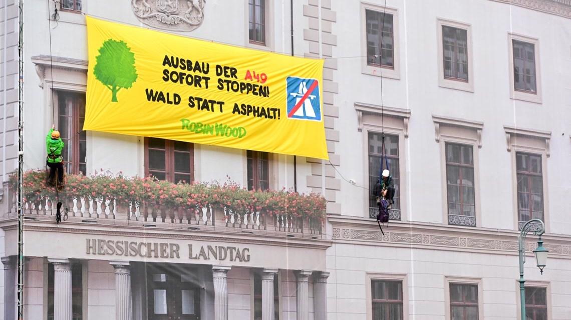 Robin Wood, die Retter des Laubs am Hessischen Lanbdtag in Wiesbaden-