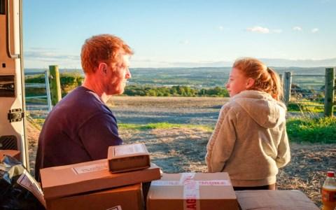 "Ricky (Kris Hitchen) mit seiner Tochter Liza Jane (Katie Proctor) in ""Sorry We Missed You"". Foto: Sixteen Films"