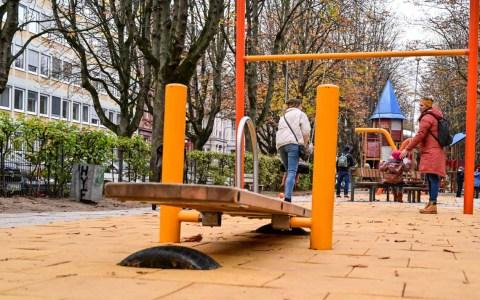 Eins ein unansehnlicher Schandfleck, strahlt der Kinderspielplatz in der Adolfsallee in einem neuen Glanz.