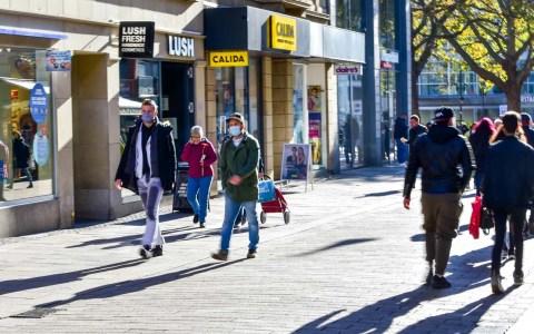 wiloka - Maskenpflicht - 06.11.2020 Wiesbadener Fußgängerzone Foto: Volker Watschounek
