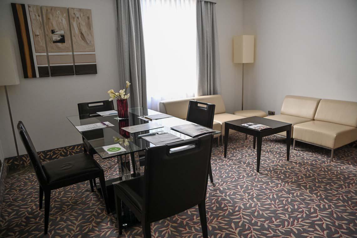 Besprechungszimmer für vier Personen im Hotel.