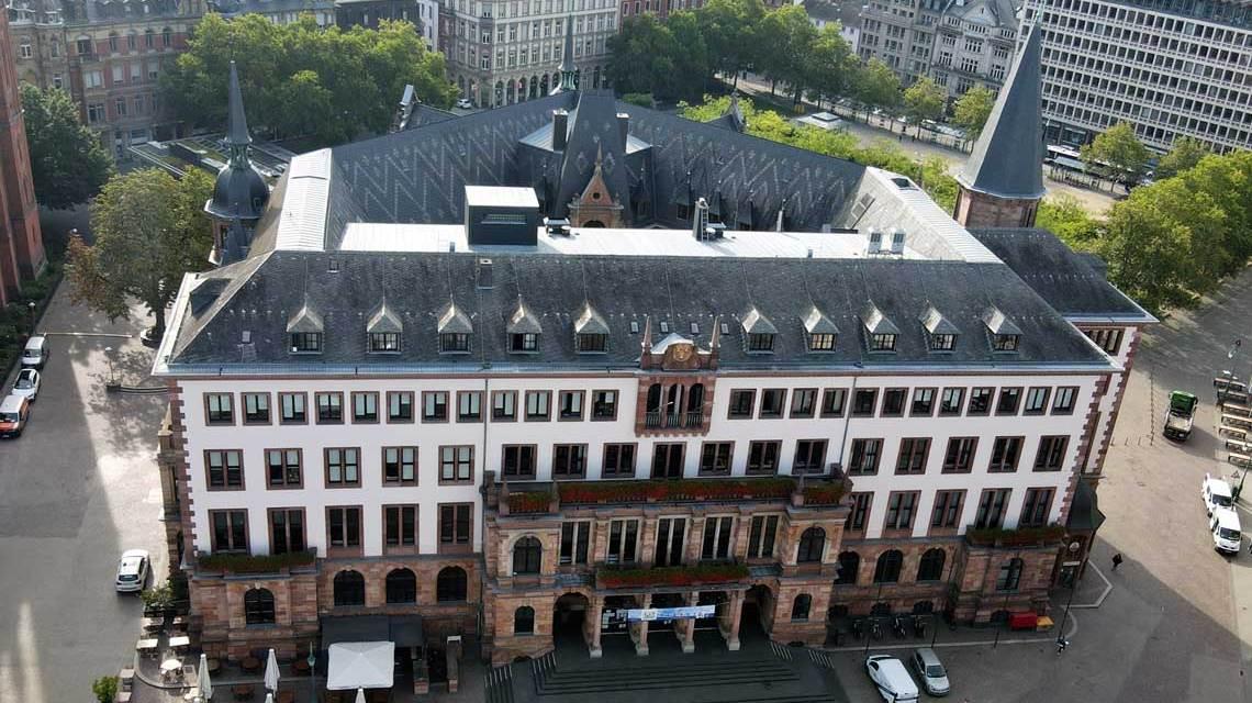 Dezernatsvertretung, Inzidenz, Wahlparty, Das neue Rathaus, gleich gegenüber des alten Rathauses, das heute als Standeasamt genutzt wird.