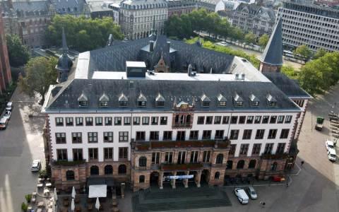 Wahlparty, Das neue Rathaus, gleich gegenüber des alten Rathauses, das heute als Standeasamt genutzt wird.