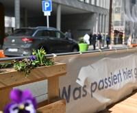 Parkraum anders nutzen: Autos haben hier keinen Platz mehr. Anstelle gibt es Terrassen und Blumenkübel.